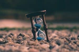 comment utiliser in, at, et on pour parler du temps en anglais